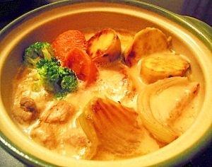 「大きめ焦がし野菜の土鍋クリームシチュー★」写真は1人前です♪バターでこんがり焦げ目をつけたお野菜をクリームシチューにして煮込んでみました!!!【楽天レシピ】