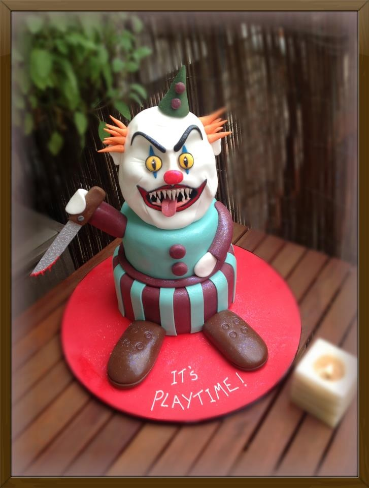 Scary Halloween Clown Cake- the perfect gift for you clown fearing friends!