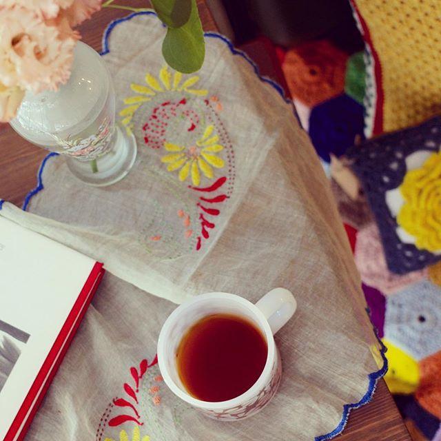 따뜻한 한잔의 홍차. 따뜻한 느낌의 크로쉐. 폭신한 등받이 의자. 이 조합 훌륭하군! 좋구나! #쌀롱드마마 #crochet #instacrochet #handmade #handcraft #대전프랑스자수 #대전자수수업 #대전자수클래스 #대전홍차카페 #대전홍차클래스 #자수클래스 #티클래스