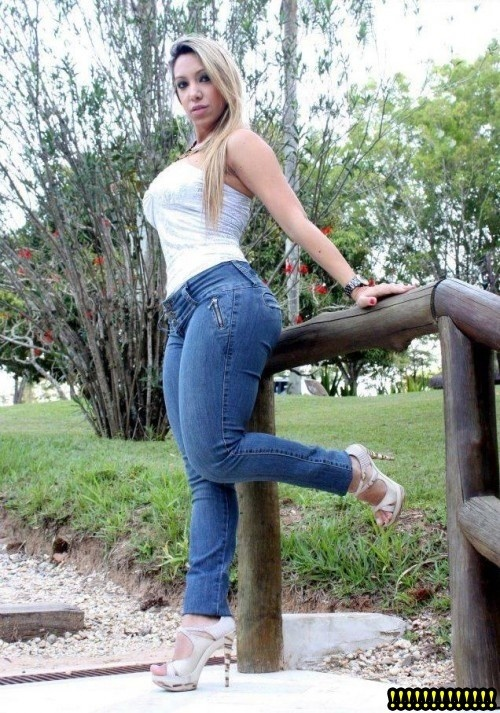 Thick mexican milf in jeans