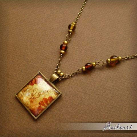 Antikolt bronz nyaklánc négyzetes, üveglencsés medállal és üveggyöngyökkel, Ékszer, óra, Képzőművészet , Nyaklánc, Grafika, Meska