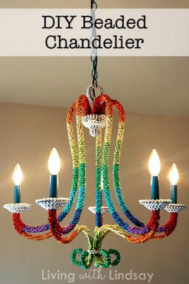 DIY ljuskrona idéer och projekt Tutorials - Rainbow Beaded Ljuskrona - Easy Makeover Tips, Rustik Pipe, Crystal, Rustik, Mason Jar, pärlor.  Sovrum, Utomhus och bröllops flickor rum Belysnings idéer med steg för steg instruktioner http://diyjoy.com/diy-chandelier-ideas