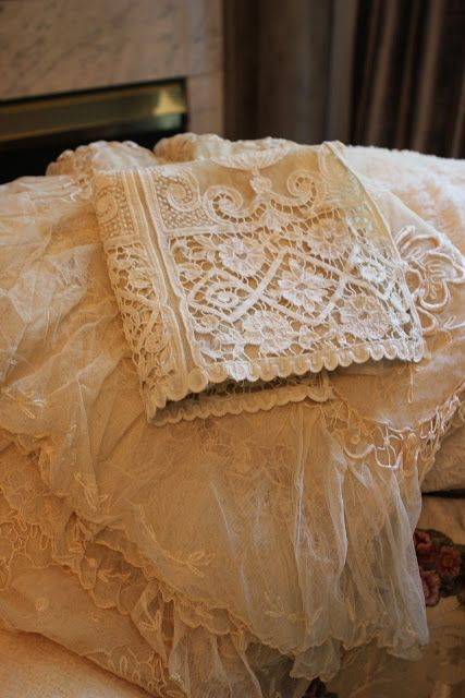 Romancing the Home~Vintage Lace Bed Linens~Gorgeous~❥ www.spikala.com www.spikala.de www.spikala.nl