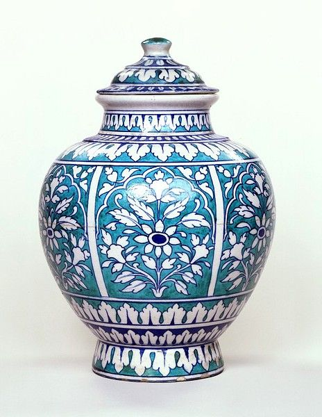 Earthenware jar and cover, Jaipur, about 1880