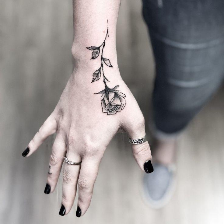As tatuagens florais mais incríveis de todas! - Blog Tattoo2me | Tatuagem de mão, Tatuagem, Frases para tatuagem feminina