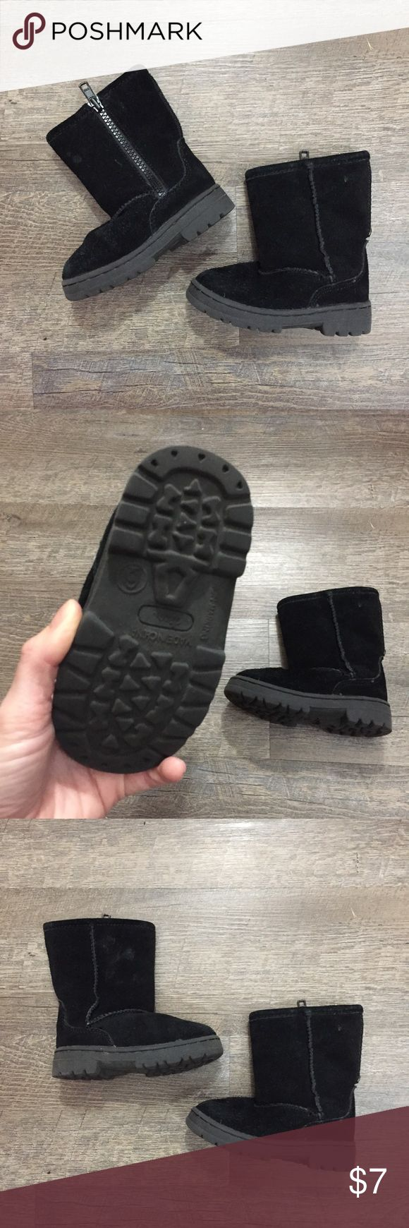 Girls size 6 toddler boots Black toddler boots size 6. (For age 18months-2T) used condition. Shoes Rain & Snow Boots