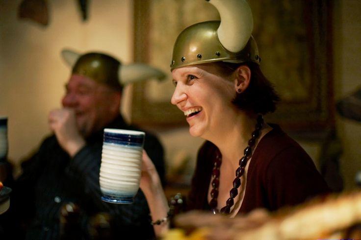 Päällikön pitojen kohokohta on ruoka, joka valmistetaan Haraldin herkkukeittiön parhaista suunmukaisista. Herkullisen ja runsaan menun pidoissa esittelee Patavahtien päällikkö, joka johdattaa tarinoillaan osallistujat matkalle viikinkiaikaan. Ja Haraldin käskystä henkilökuntamme pitää huolta, että ruokaa riittää pöydässä koko pitojen ajan suuremmankin nälän taltuttajien ollessa paikalla. www.ravintolaharald.fi