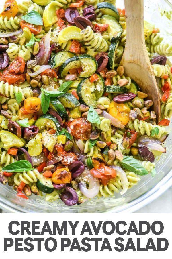 Cremiger Avocado Pesto Nudelsalat mit geröstetem Gemüse foodiecrush.com #past …