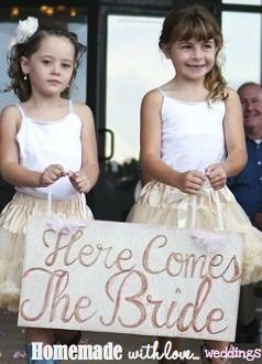 here comes the bride sign  #wedding #signs #homemadewithlove www.homemadewithloveweddings.com