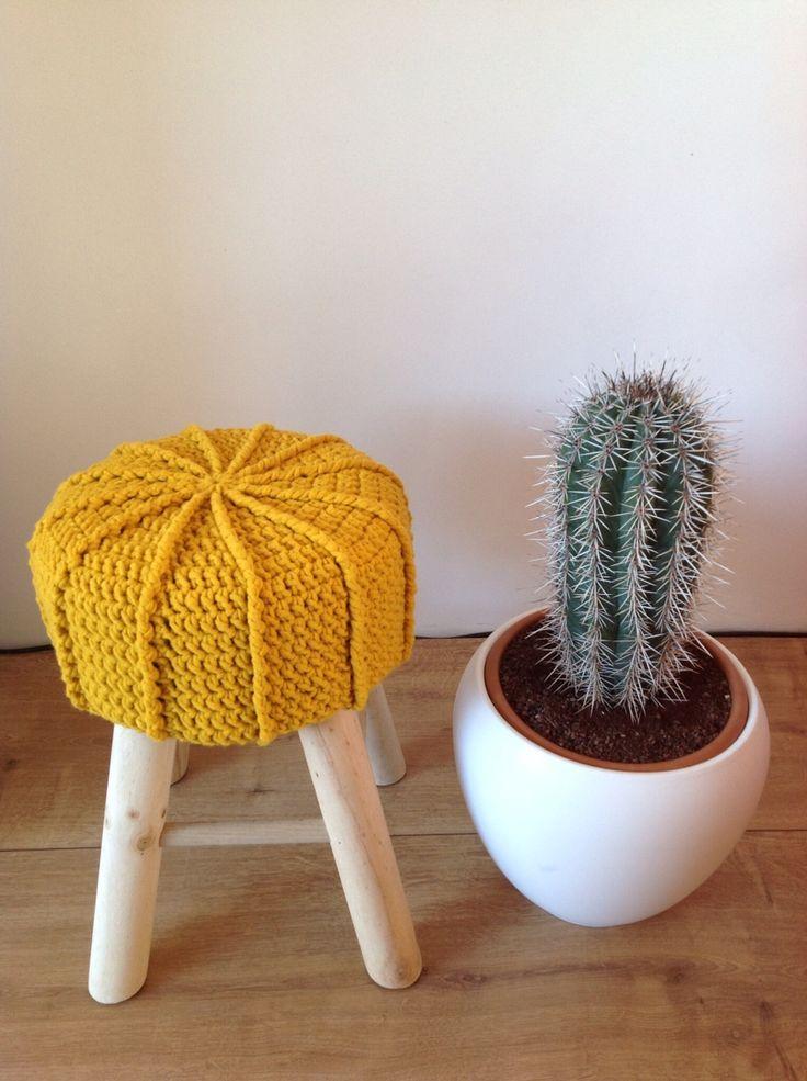 Crochet/haken gele krukhoes. Patroon van jipbyjan.nl