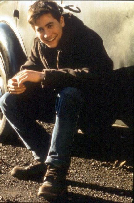 He was so adorable in the movie October sky ! I don't think he's cute now.