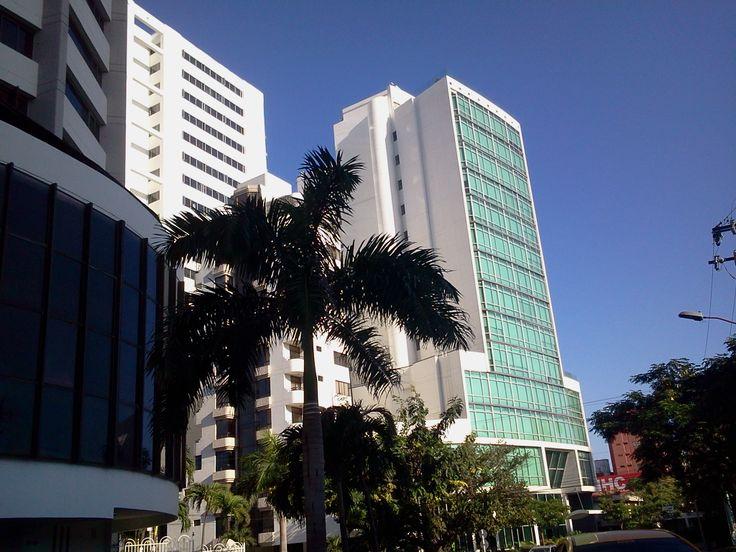 Modernos edificios al Norte de la ciudad, que ponen de manifiesto la arquitectura de la ciudad.