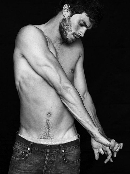Vous l'avez découvert torse nu et fouet à la main dans 50 Nuances de Grey, mais dans la vie, Jamie Dornan est loin d'être aussi aventureux. En ef...