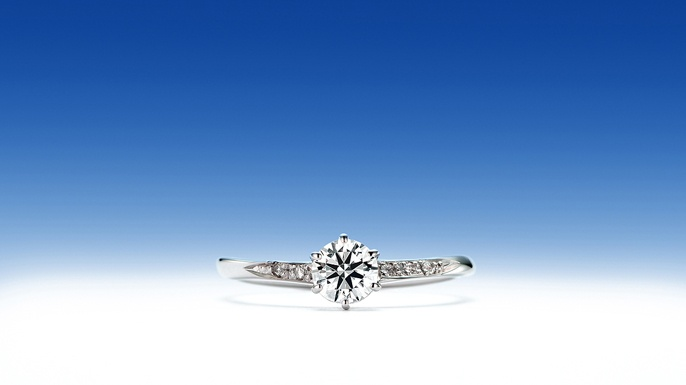 唐鋤星「からすきぼし」  オリオン座の「みつぼし」がエンゲージダイヤモンドを星の彼方へと誘います。  それは、ふたりが進むべき道筋を表す未来への架け橋のようです。  唐鋤は伝統的な農具。ふたりで力を合わせる象徴です。がんばるふたりを応援したいからこそ、唐鋤星。