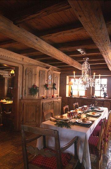 Log cabin dining room.
