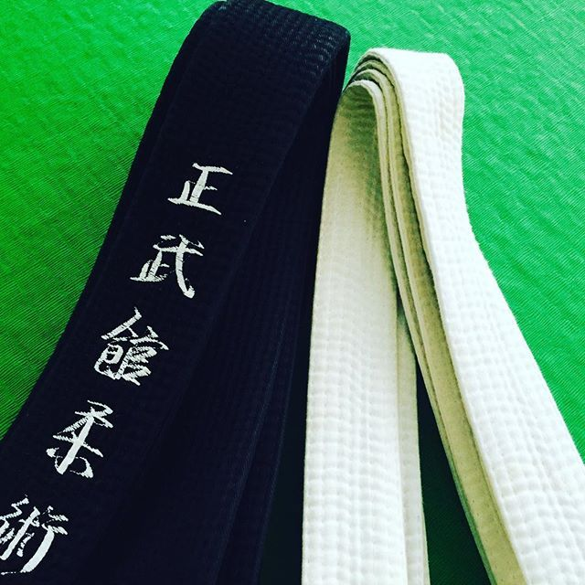 Even as a black belt you always have to keep your white belt mentality 😎💪 // Még fekete övesként is maradjon meg mindig a fehér öves hozzáállásod 😎💪 #szegedbudokan #martialarts #academy #szeged #budokan #harcművészet #seibukan #jujutsu #jiujitsu #seibukanjujutsu #teaching #class #training #practice #lovewhatyoudo #mylife #passion #budo #bushido #warrior #blackbelt #whitebelt #mentality #open #mind