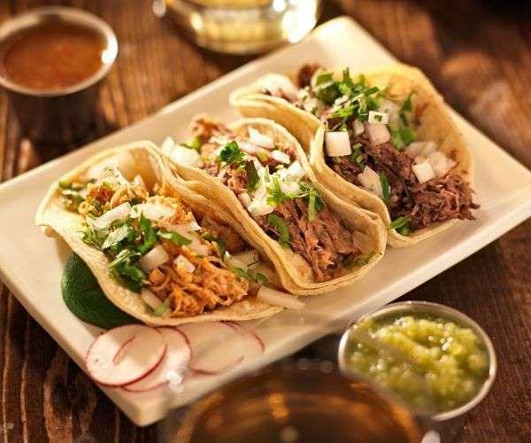 Sim, temos comida mexicana! A alimentação low carb também pode ser divertida e deliciosa na medida c... - Shutterstock