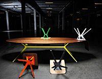 Zwaan ovaal houten eettafels en salontafels met stalen of rvs poten