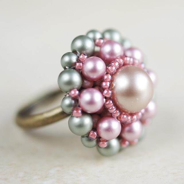Spring Powder Pearl Daisy Ring