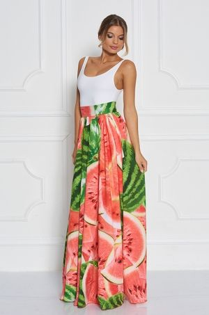 Jedinečná maxi sukňa s výraznou potlačou vodného melónu. V zadnej časti s možnosťou rozopnutia na zips. Sukňa je ušitá z ľahkého a vzdušného materiálu, ktorý je ideálny pre horúce letné dni.
