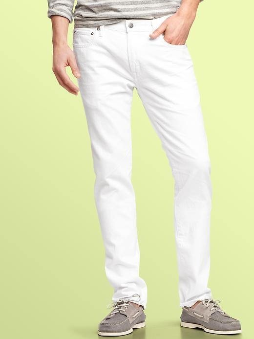 White jeans are so classic. A must have for guys in the summer.