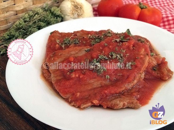 la carne alla pizzaiola è una ricetta semplice e davvero velocissima per rendere meno monotona la solita fettina e nella versione light è anche leggera.