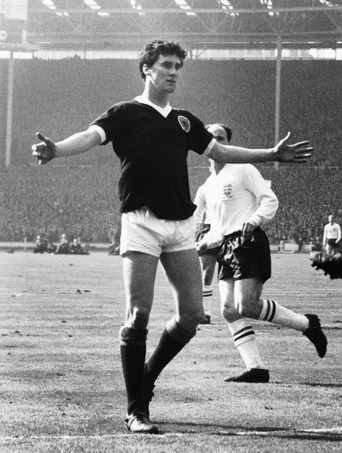 Jim Baxter - Raith Rovers, Rangers, Sunderland, Vancouver Royal Canadians, Nottingham Forest, Scotland.