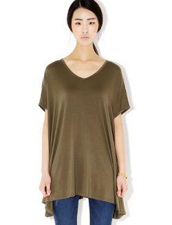Today's Hot Pick :裾アシンメトリーデザインVネックロング丈半袖Tシャツ【BLUEPOPS】 http://fashionstylep.com/SFSELFAA0006609/bluepopsjp/out 一見ミニワンピース風のロング丈半袖Tシャツです。 裾のアシンメトリーデザインがアクセント☆ ヒラヒラしたAラインディテールがフェミニンです。 モデルさんのようにデニムと合わせてこなれカジュアルスタイルの完成♪ フリーサイズです。 下記の詳細サイズを参考にしてください。 ◆3色: カーキ/ブルー/ブラック