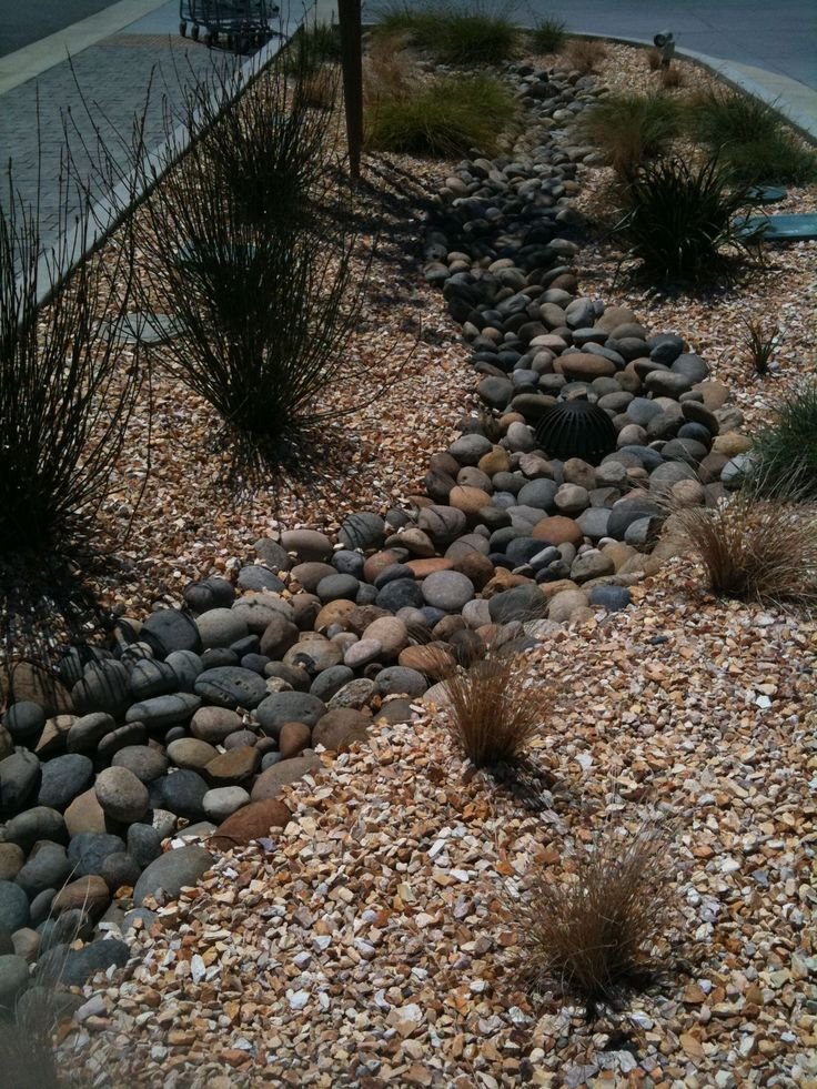 Best 25 dry riverbed landscaping ideas on pinterest for River rock yard ideas