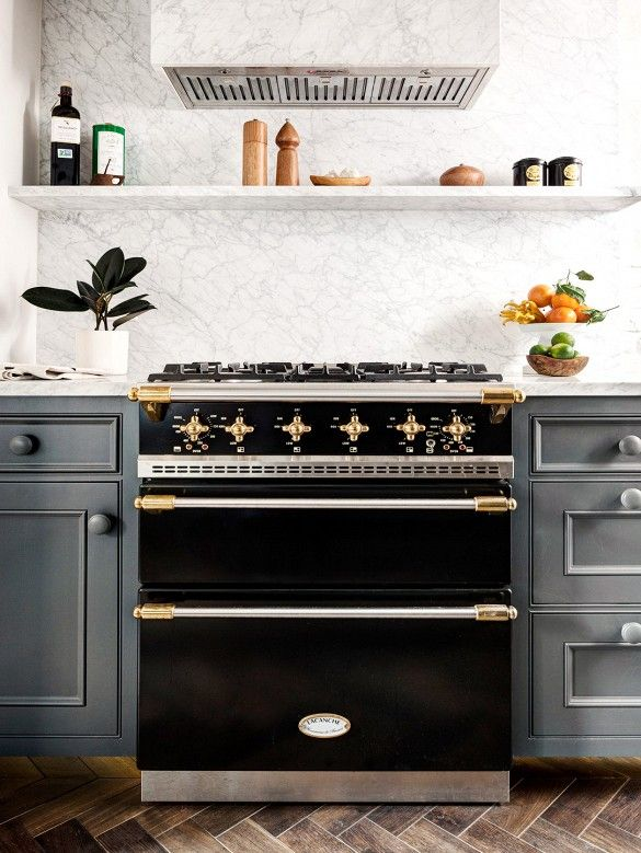 Marble back-splash, black oven with gold hardware #kitchen