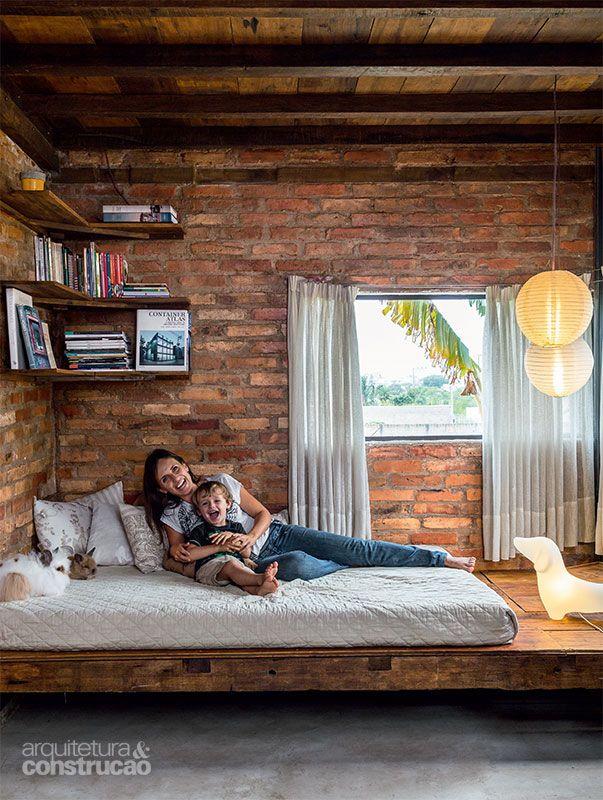 Casa de 60 m² é feita de um contêiner e materiais de construção