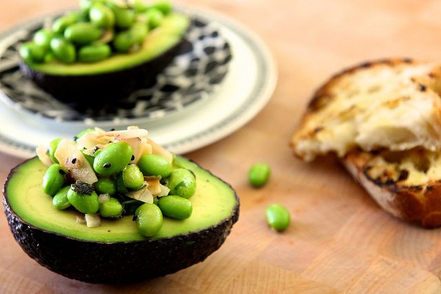 Edamame and Toasted Coconut in AvocadoYummy Vegan, Vegan Recipe, Food, Toasted Coconut, Edamame, Avocado Recipe, Healthy Recipe, Toast Coconut, Weights Loss