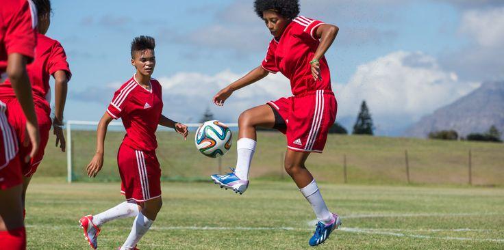 сестры по футболу http://mygirls.adidas.ru/stories/south-africa-soccer/ от adidas Women #mygirls