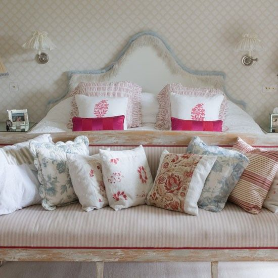 pillows!Guest Room, Romantic Bedrooms, Maine Bedrooms, Bedrooms Pictures, Girls Room, Master Bedrooms, Throw Pillows, Country Bedrooms, Bedrooms Ideas