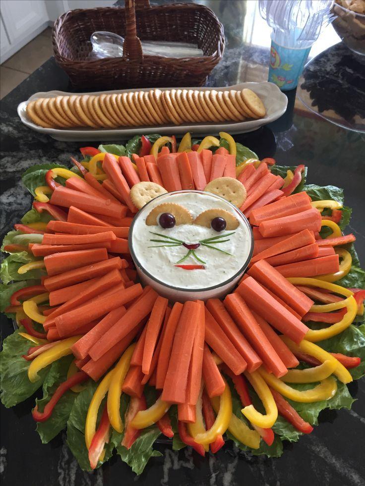 Bandeja de vegetais para festa de animais. Metade de uma uva em um biscoito meio …   – kindergeburtstag