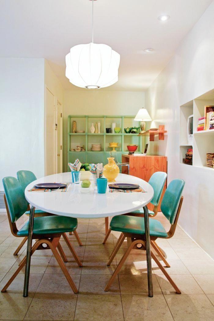 como decorar un salon, comedor con mesa blanca de plástico, sillas ...