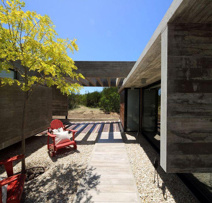 El jardín de la casa es un bosque de 810 metros cuadrados.