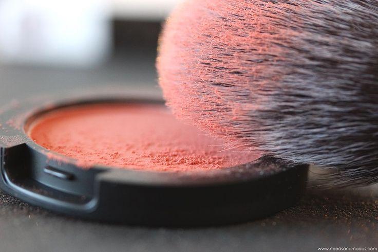 """Sur mon blog """"Needs and Moods"""", retrouvez une revue sur le sublime Powder blush de Sigma en teinte cheeky : http://www.needsandmoods.com/powder-blush-sigma/  @sigma_beauty #sigma #beauty #beauté #maquillage #makeup #blush #blushes #blog #blogueuse #blogueuses #blogger #bloggers #peach #pêche #pinceau #pinceaux"""