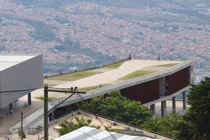 Galeria de Escola Antonio Derka / Obranegra Arquitectos - 9