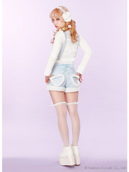 Oh my god, those #shorts. I love them! Gosh, this outfit is cute~