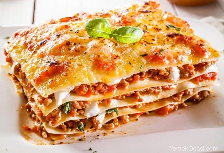 Lazanya Tarifi Pratik ve lezzetli ortalama 1,5 saatte hazırlayıp pişirebileceğiniz 4 kişilik lazanya tarifi. Malzemeler: İç Harcı İçin: 1 adet orta boy soğan 3 diş sarımsak 300 gram kıyma 2 adet rendelenmiş domates 1 yemek kaşığı salça 1 adet orta boy rendelenmiş havuç Ön pişirmesiz 10 p http://www.yemekodasi.com/lazanya-tarifi/ #KıymalıLazanya, #KıymalıLazanyaTarifi, #Lazanya