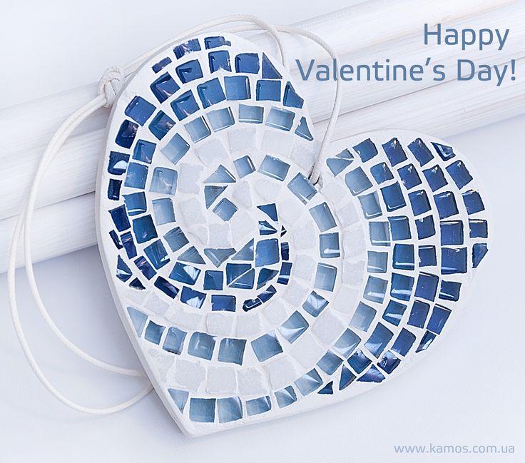 День св. Валентина уже совсем близко.  Если не решаетесь сказать словами, то можно просто подарить такую милую валентинку. Она расскажет о Ваших чувствах за Вас! И сердце все поймет!   Сердце из мозаики ручной работы - это необычный сердечный подарок для любимых и дорогих людей!  M10002 http://www.kamos.com.ua/m10002