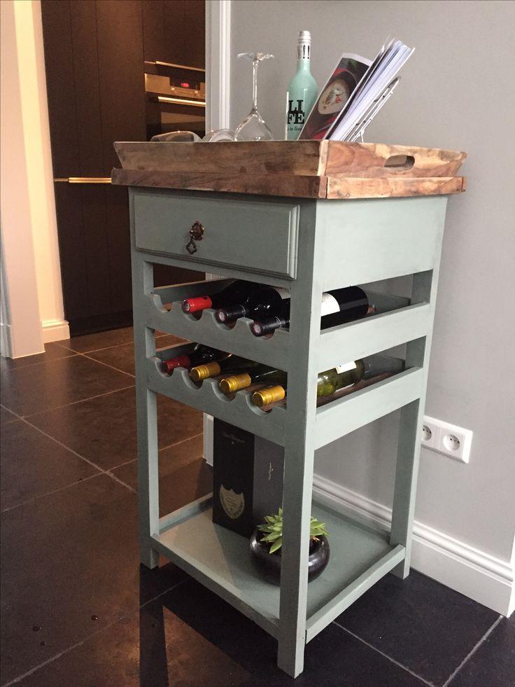 Wijn/ keukentrolley in olijfgroene krijtverf, dienblad kaal geschuurd