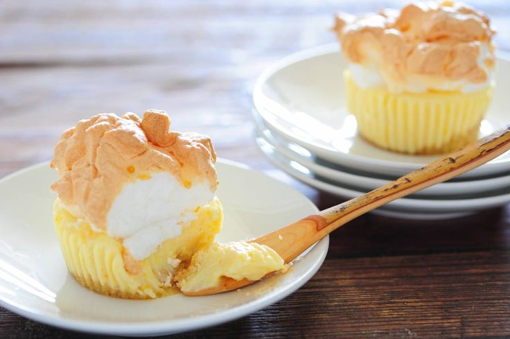 Mini Lemon Meringue Pies | When Life Gives You Lemons Make...(Lemon R ...