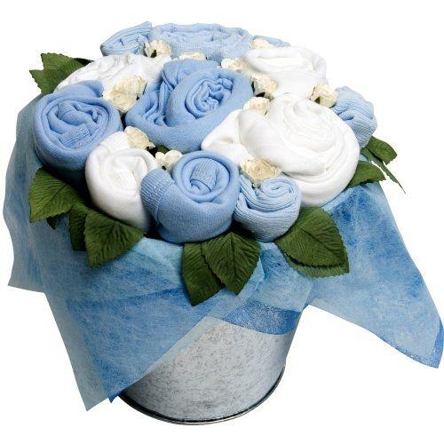 Kocaman bir buket kıyafet! Bu muhteşem mavi buket açıldığında  bebeğin en ihtiyaç duyduğu yumuşacık kıyafetlere dönüşür. Flower Pail, bir anneyi tebrik etmenin ve sıcak bir karşılamanın en taze, en güzel yoludur. Kâğıt çiçekler ve ipek yapraklarla süslenen Flower Pail tüm Flower Stork buketleri gibi hastane odalarına girebilen tek çiçektir.