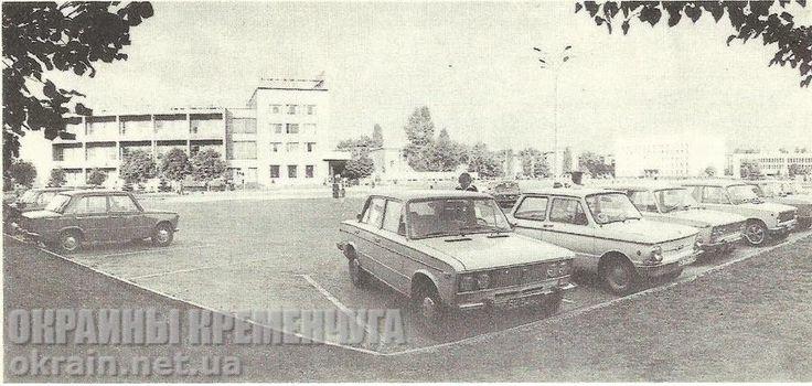 Автомобильная стоянка возле гостиницы «Кремень» – фото №1732