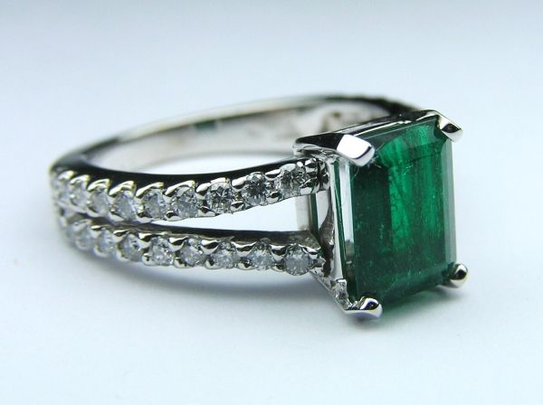 Genuine Green Emerald Gem Stone Diamond Split Band Pave Ring in White Gold - ER119