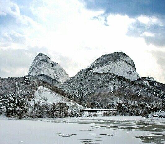 겨울 마이산 앞에 호숫가 ᆢ