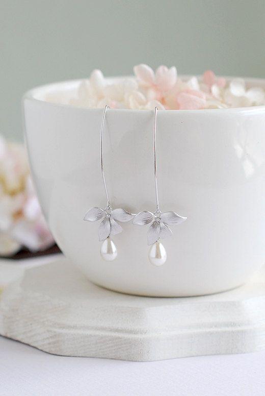 Braut Ohrringe Silber Orchidee Blume Teardrop Creme von LeChaim