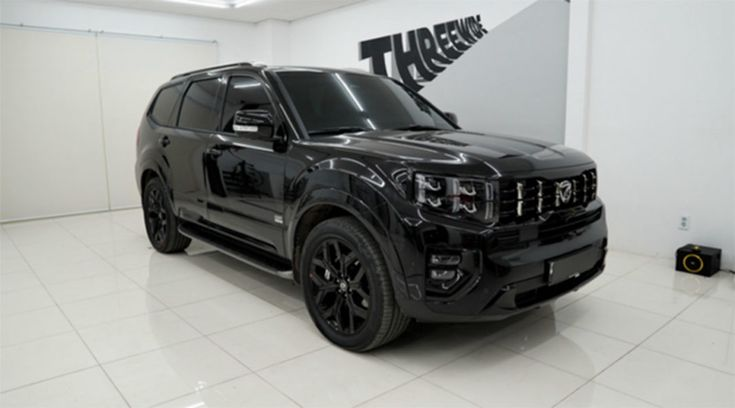 does the 2021 kia telluride have a black future and when
